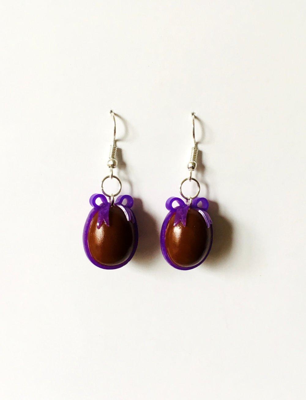 Boucles d'oreilles Fimo œuf de Pâques au chocolat et nœud violet