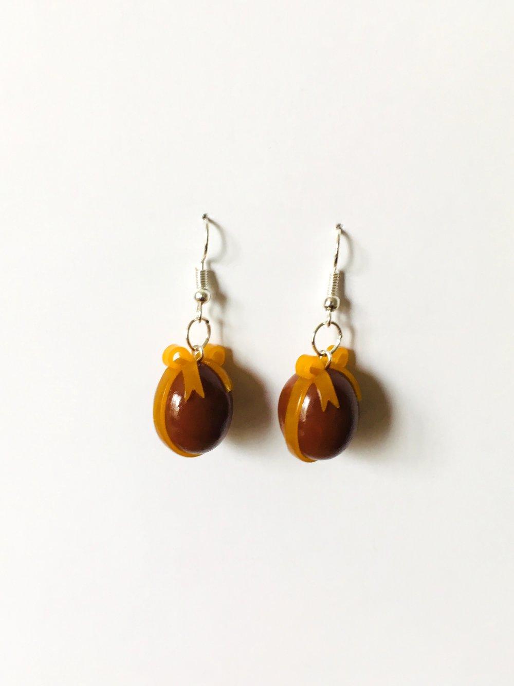 Boucles d'oreilles Fimo œuf de Pâques au chocolat et son nœud orange