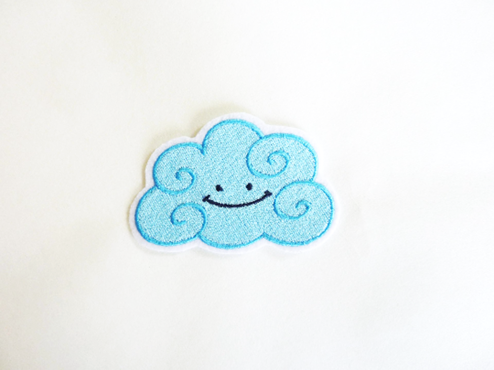 Patch, écusson, broderie thermocollante, thermocollant, nuage souriant