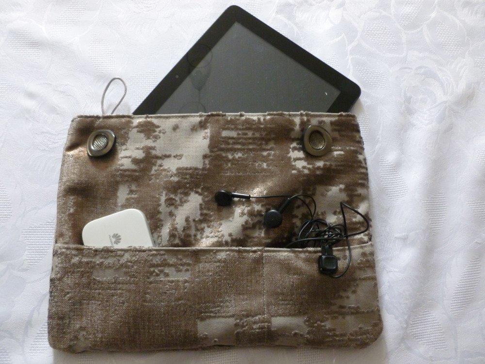 Housse/pochette/étui pour livre, tablette 10¨,  en tissu d'ameublement doublé coton assorti