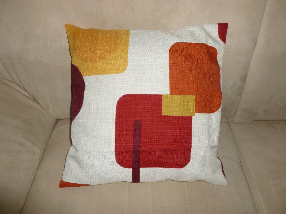 Housse de coussin carrée en très beau tissu imprimé  de figures geométrique