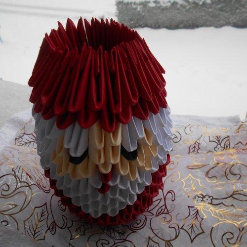 Père noël  en papier .origami. paperolle.nouvelle année ;fêtes de noël ;sapin