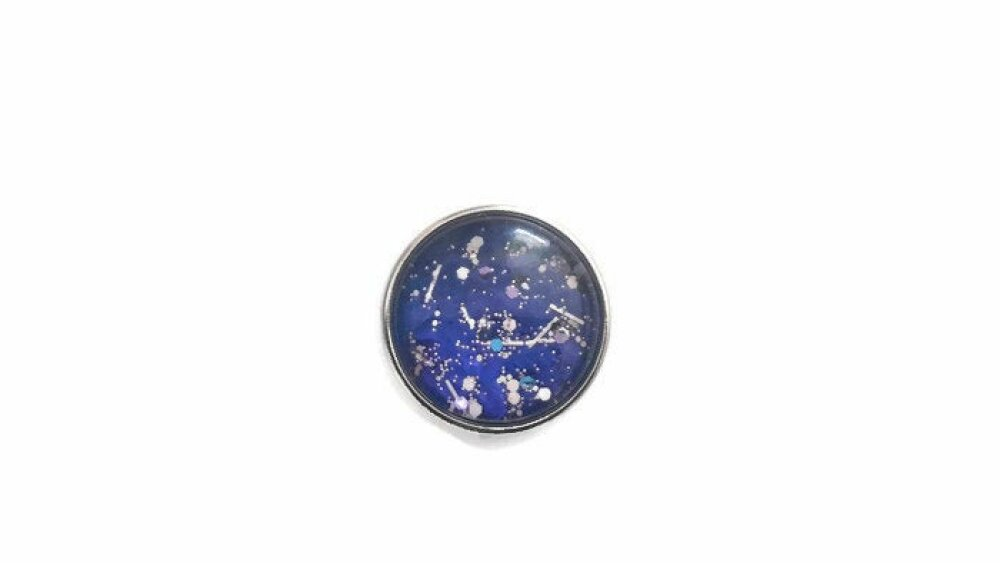 bouton pression à cabochon de verre couleur bleu paillettes style graffiti