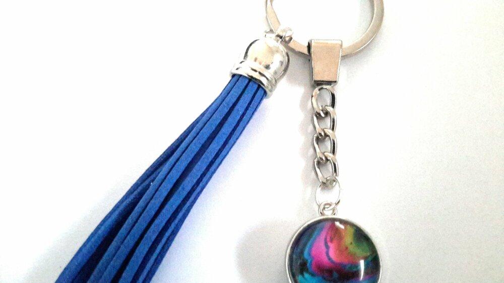 Porte clé ou bijou de sac snap  à boutons pression  18m et son bouton pression abstrait et son pompom bleu en suédine