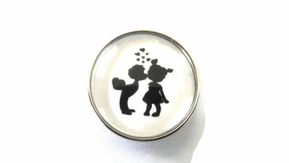 bouton pression à cabochon de verre petits amoureux et coeurs