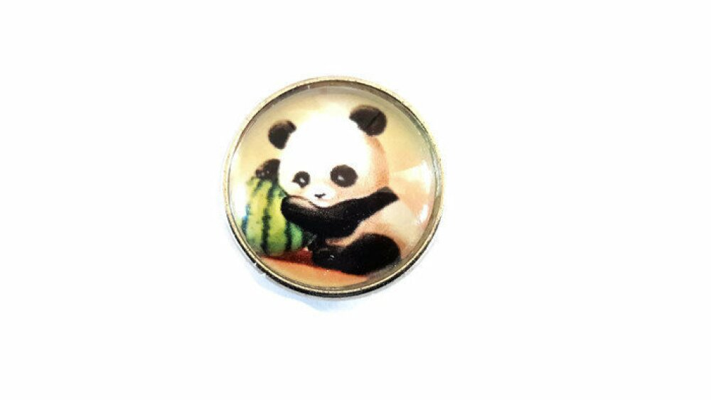 bouton pression à cabochon de verre 18mm petit panda dans la nature