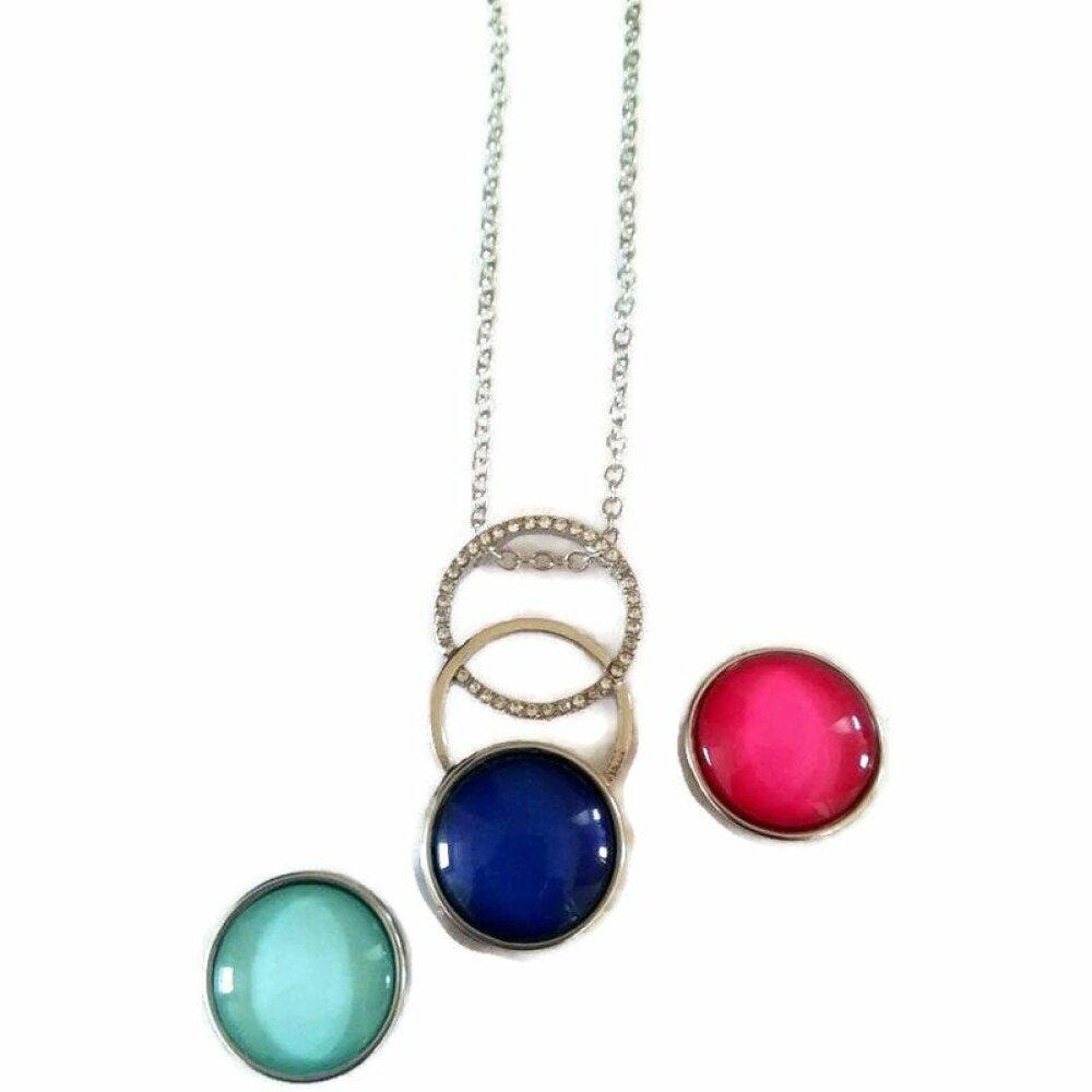 Collier sautoir snap avec 3 boutons pression bleu, rose et vert