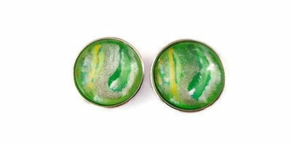 Paire de boutons pression à cabochon de verre 18mm abstrait vert, argenté, jaune  blanc et bleu.