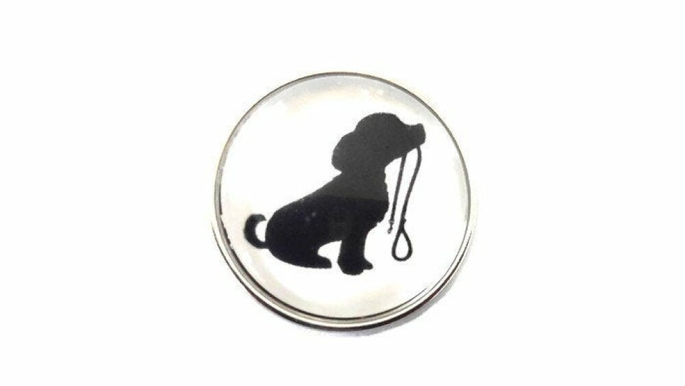 bouton pression à cabochon de verre 18mm joli petit chien qui tient sa laisse