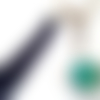 Porte clé / bijou de sac a bouton pression snap 18mm abstrait aux tons bleu / vert à pompon bleu marine