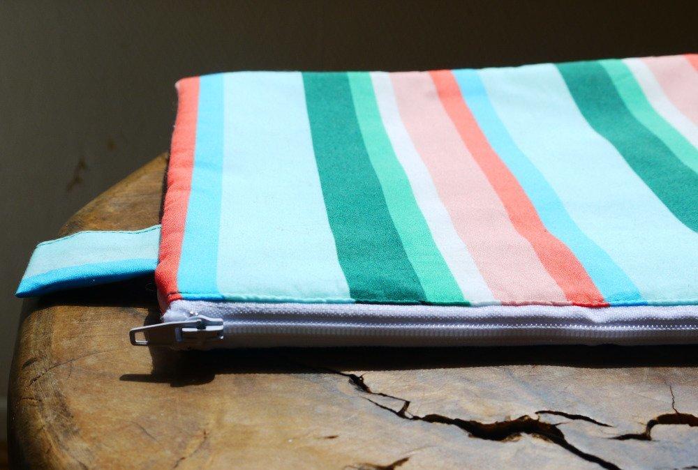 Pochette molletonnée- Tissu coton imprimé rayure couleur pastèque- Doublure confetti