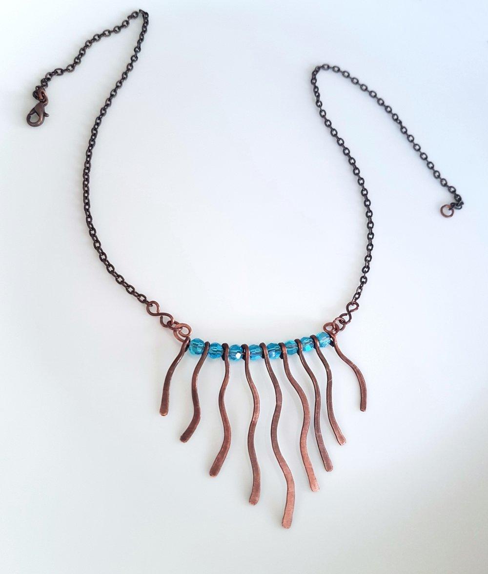 Collier en cuivre et perles bleues, Collier pétillant