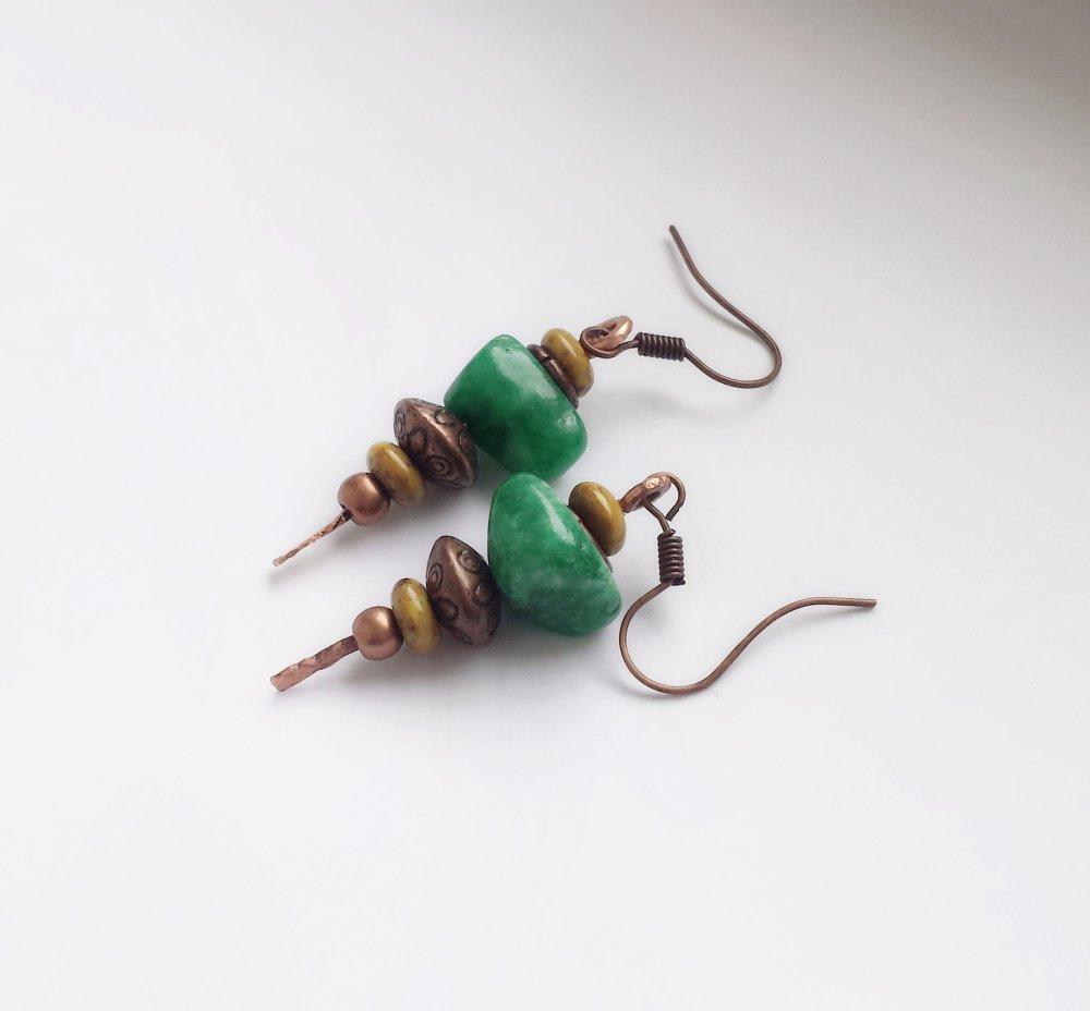 Boucles d'oreilles jade vert et cuivre, Boucles d'oreilles rustique en cuivre