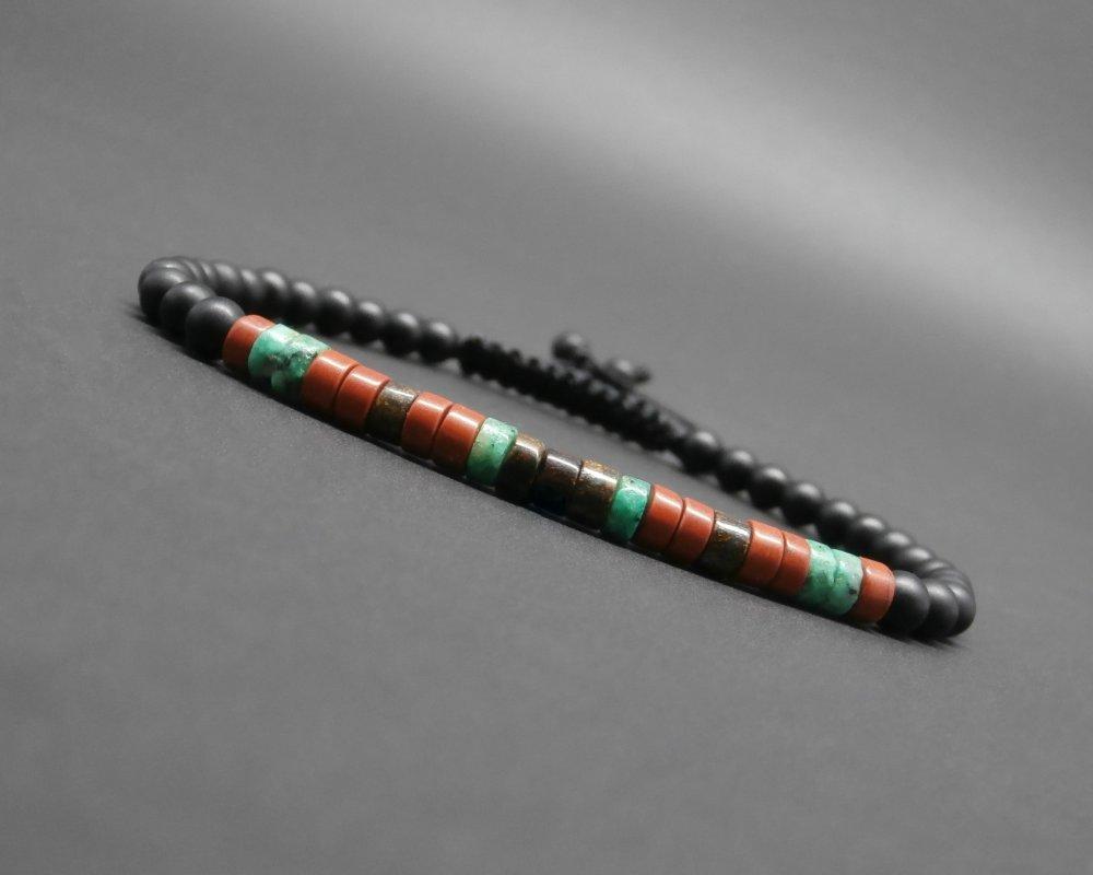 Bracelet fin homme, tressé, rondelles heishi, pierres gemmes, jaspe rouge, turquoise africaine, bronzite, onyx noir mat Ø 4 mm R927