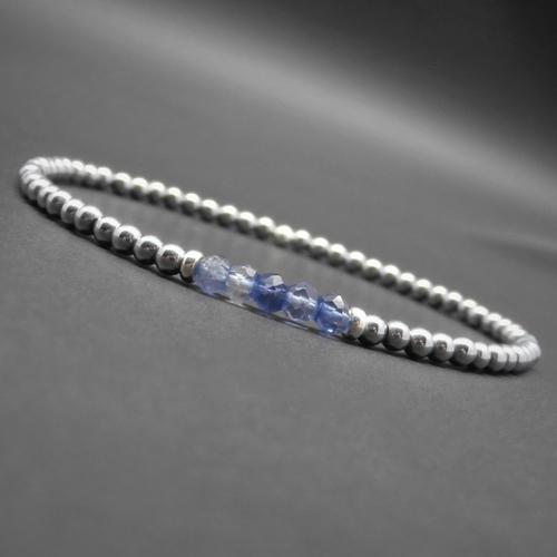 Bracelet ultra fin minimaliste, pierres gemmes, hématite argentée, rondelles facettées en iolite, argent sterling ø 3 mm r766