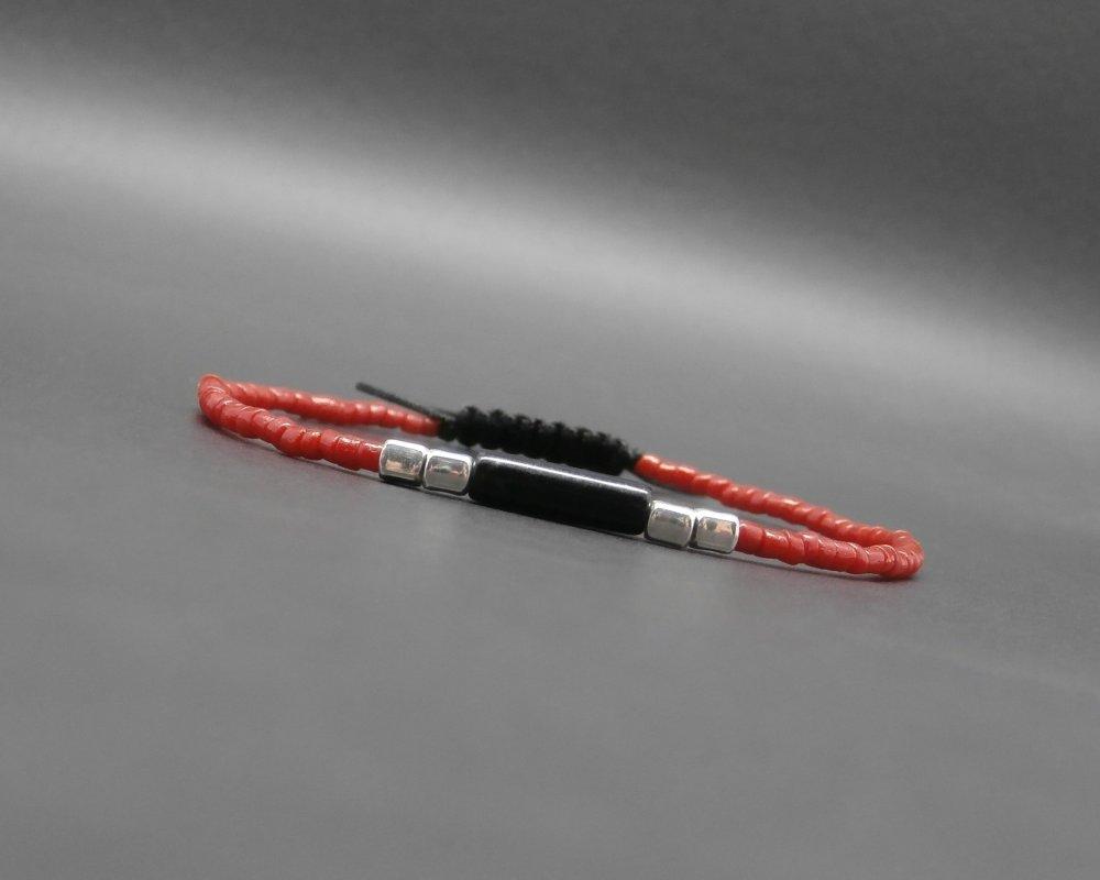 Bracelet ultra fin homme, tressé, corail rouge naturel, gemme, tube en onyx, perles cubes en argent Ø 2 mm R721