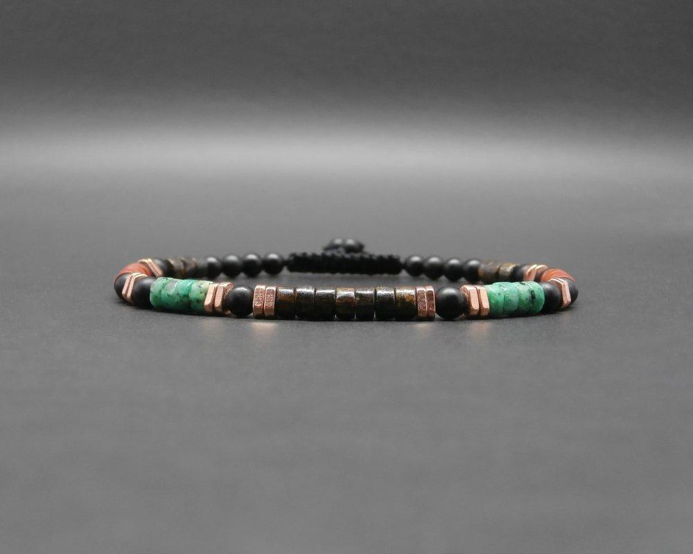 Bracelet fin homme, gemmes, heishi de bronzite, turquoise africaine, jaspe rouge, onyx mat, triangles en cuivre éthiopiens Ø 4 mm R831