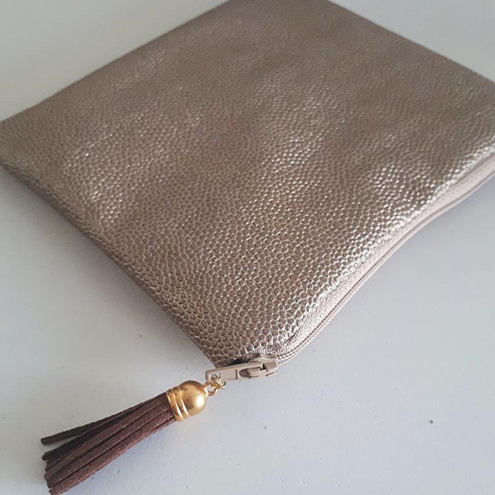 Pochette simili bronze doré