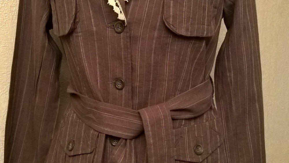 Veste légère en lin et coton manches longues couleur beige et marron