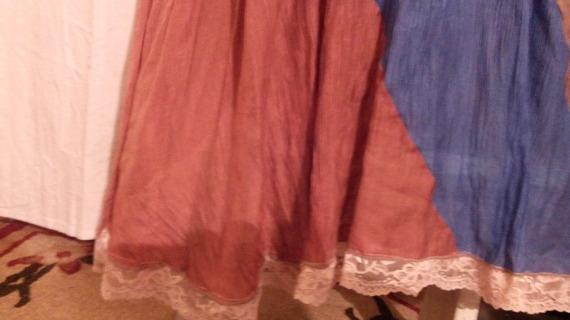Robe longue en coton froissé couleur marron et bleue