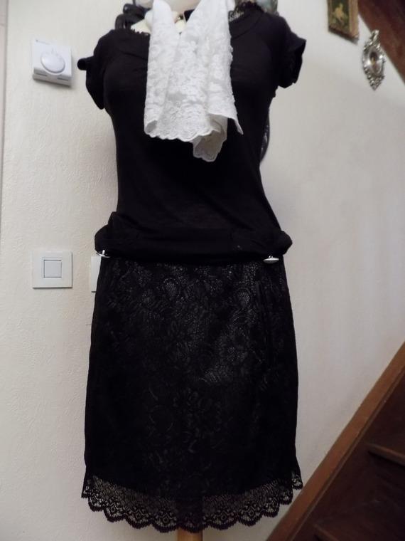 Jupe courte en dentelle huilé noire
