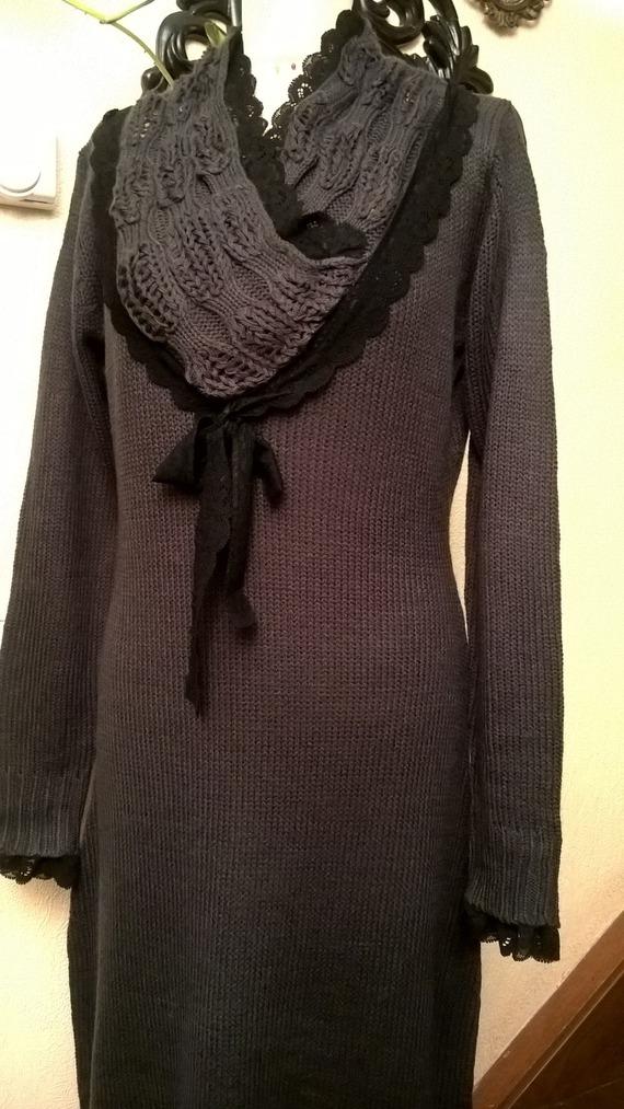 Robe longue en tricot de coton, acrylique et dentelle