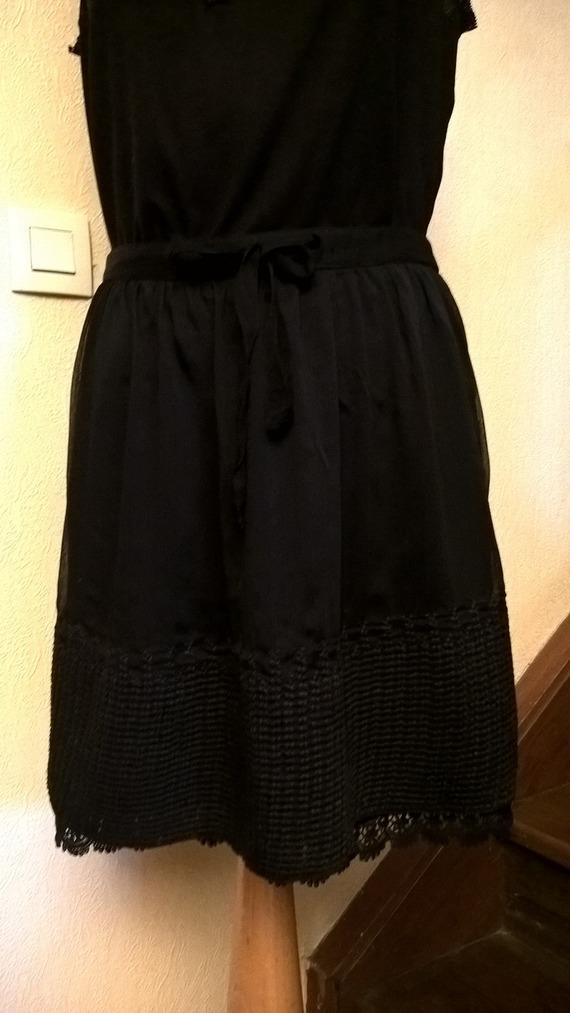 Jupe courte en mousseline de couleur noire
