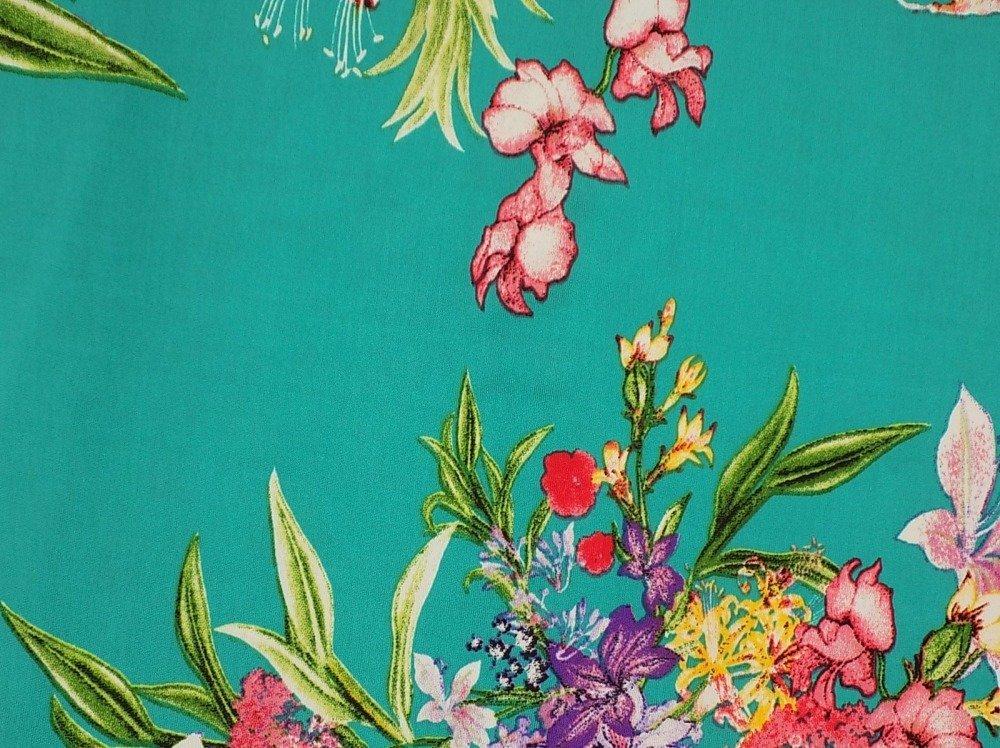 Coupon de tissu en  polyester et élasthanne  fond du tissu en couleur bleu turquoise avec des motifs de toute les couleur