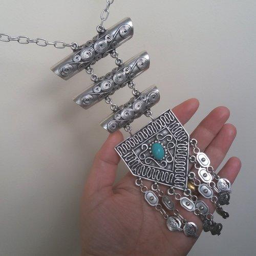 Long collier ethnique de demi-cylindre argenté avec des grenades, collier tombant arménien