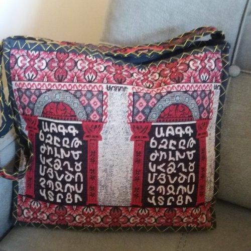 Sac en bandoulière artisanale avec l'alphabet arménien, sac en bandoulière arménien, sac ethnique