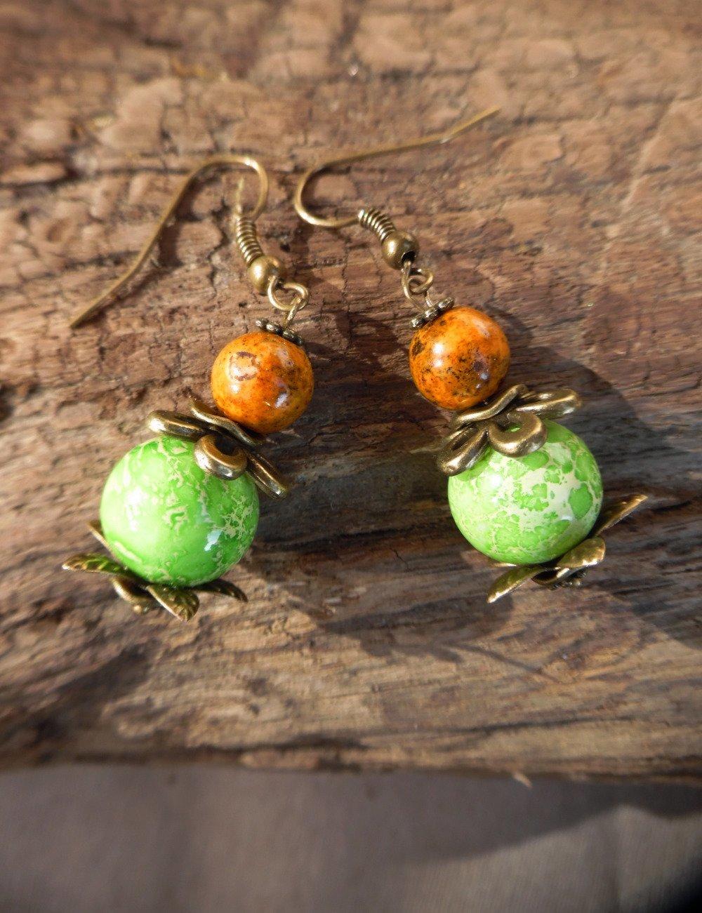 Boucles d'oreilles perle de verre et fleur de bronze - Bijou de créateur