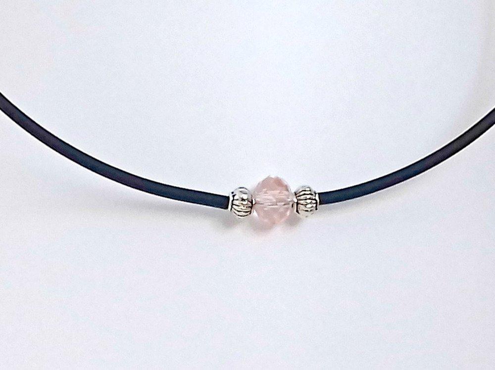 008- Collier ras le cou mémoire de forme noir perle à facette rose pale et perles métal argenté – KEMENTARI élégance