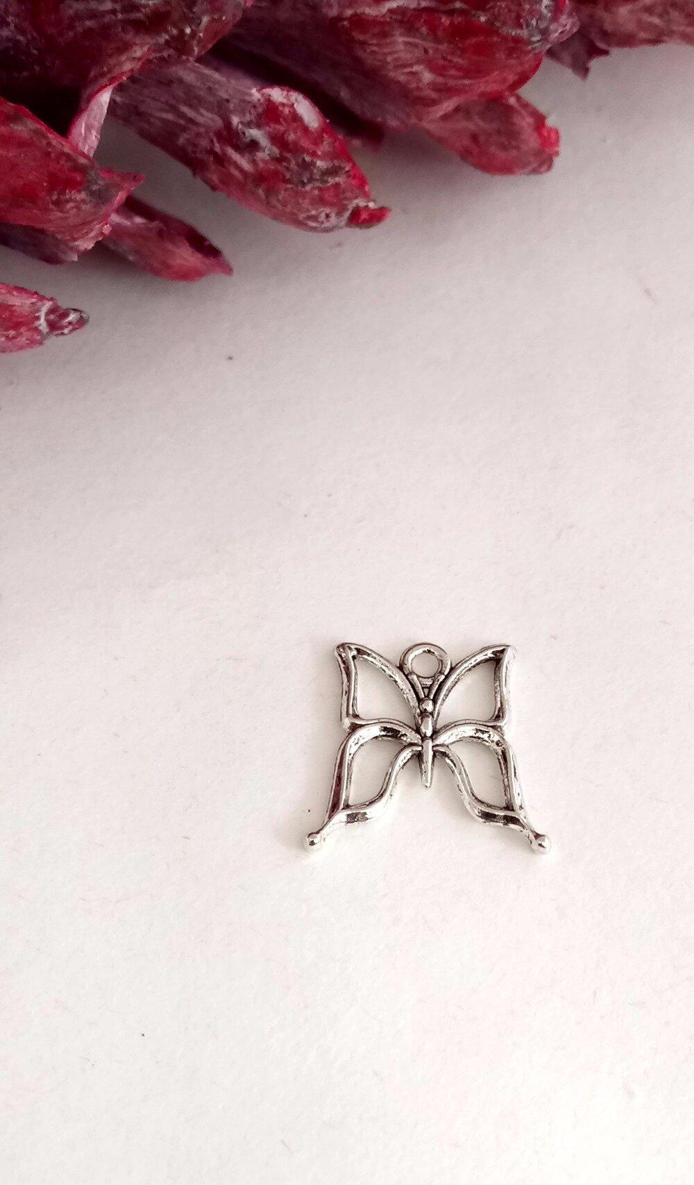 Lot de 4 breloques papillon
