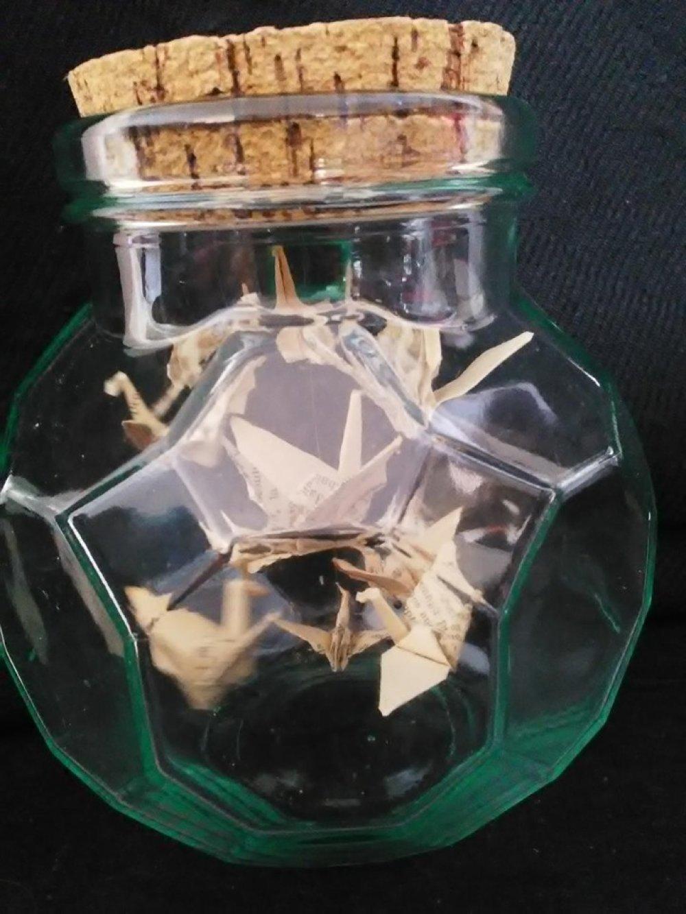 Décoration originale origami grues oiseaux dans bocal