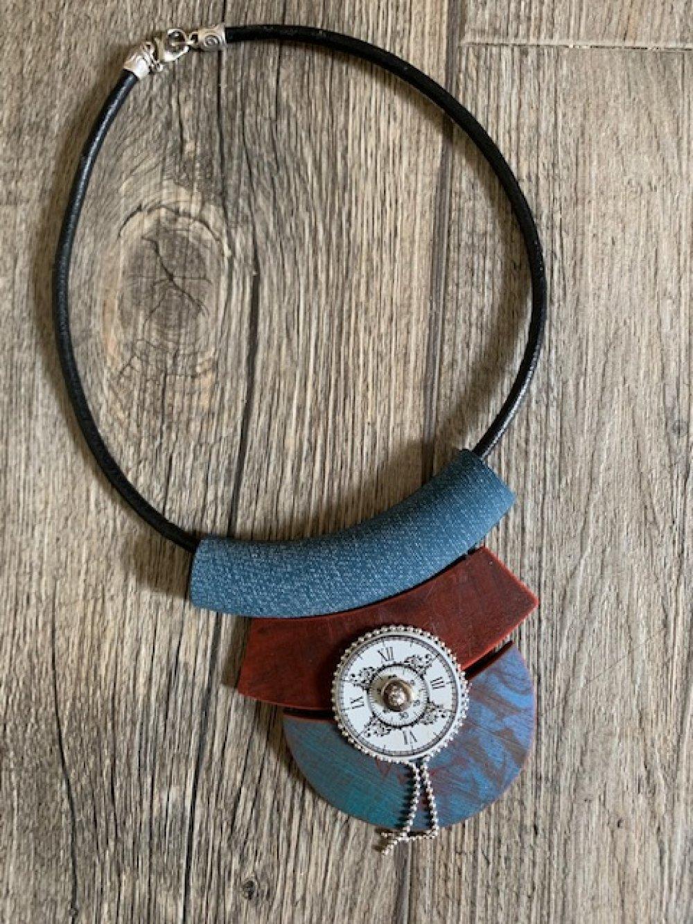 Collier ras de cou avec pendentif effet bois usé