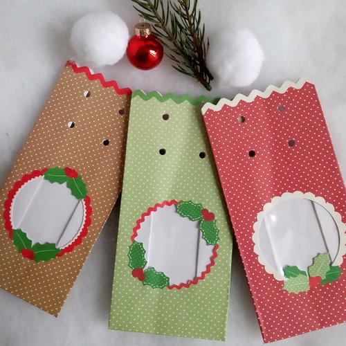 3 sachets cadeau noël, 3 couleurs à pois, rouge beige et vert, à garnir, livrés avec rubans