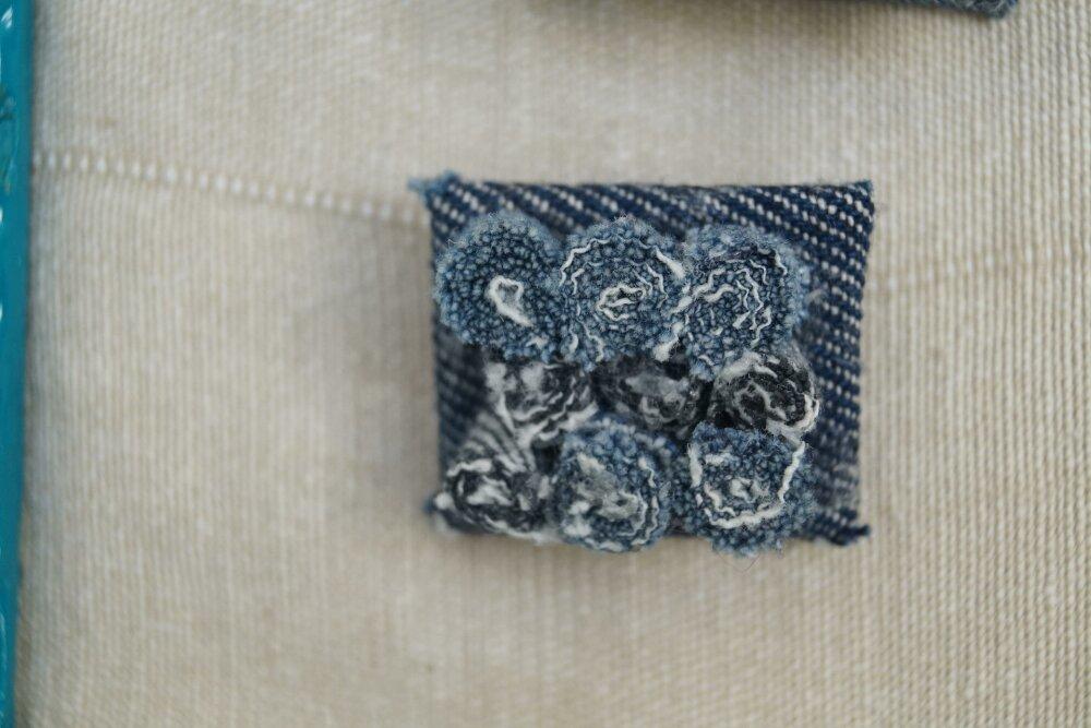 Broche jean rouleaux