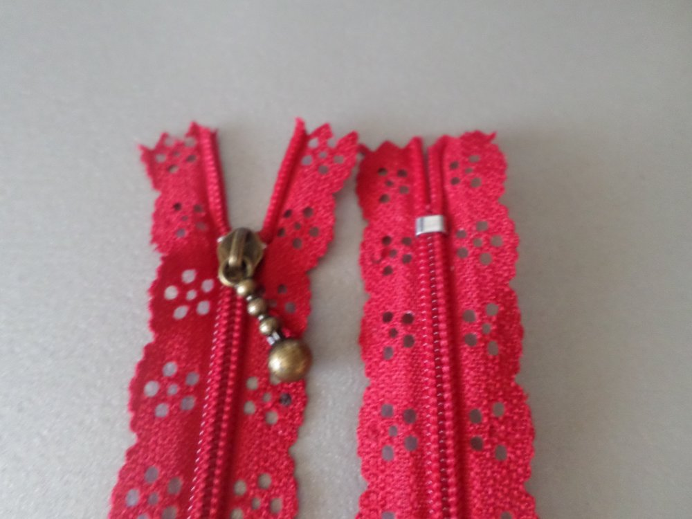 20 cm/1 fermeture éclair rouge dentelle motif fleur non séparable+tirette métal bronze