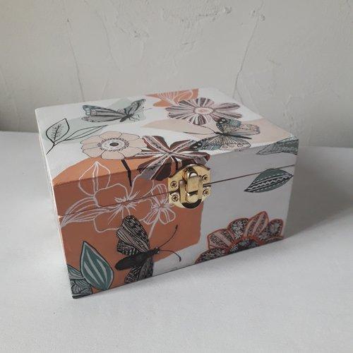 Grande boîte à bijoux en bois avec miroir à fleurs et papillons  graphiques