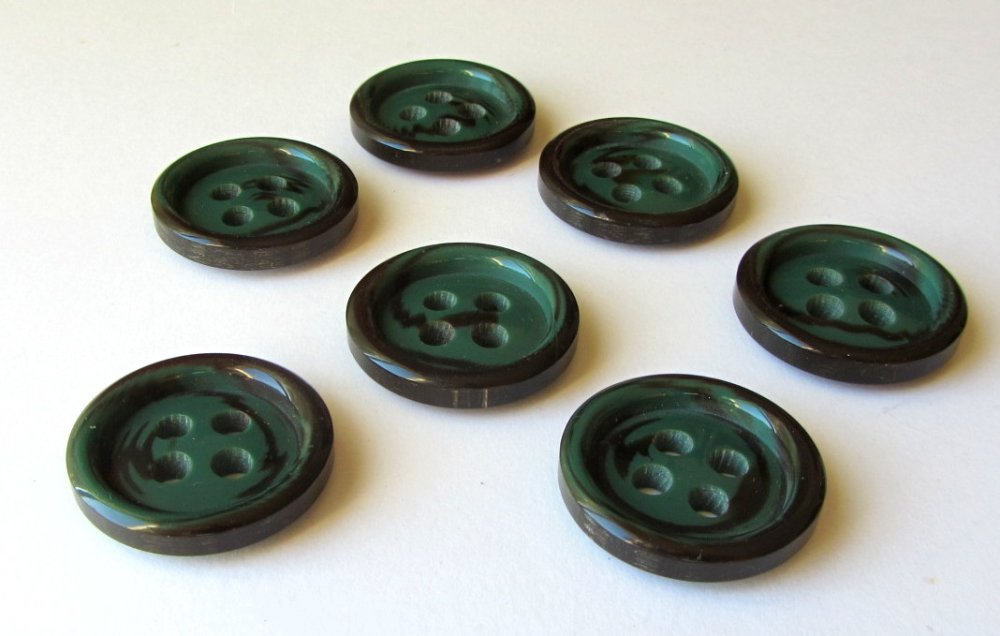 Lot 7 boutons vert et marron 30mm