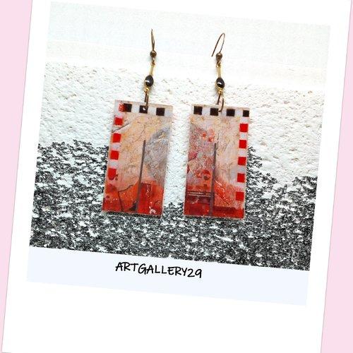Boucles d'oreilles rouge et noir motif abstrait et graphique sur un rectangle