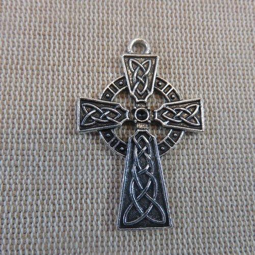 Pendentif croix gravé nœud celtique 41mm métal coloris argenté - apprêt pour bijoux