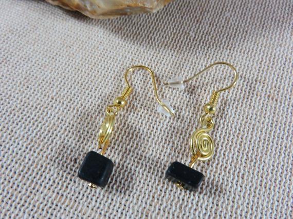Boucles d'oreilles couleur doré et  pierre noire bijoux femme fille boucle d'oreille legere