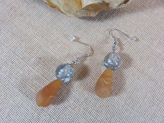 Boucles d'oreilles perles marron et grise bijoux femme fille boucle d'oreille coupelle fleurs