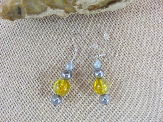 Boucles d'oreilles bijoux perles jaune et grise bijoux femme fille boucle d'oreille perle de verre