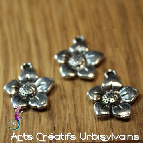 Lot de 4 breloques fleur en métal argenté