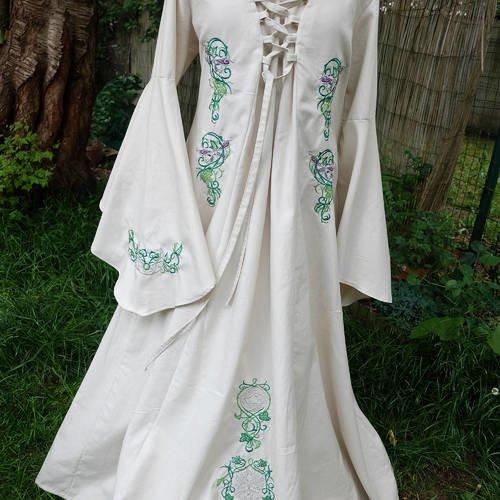 Robe Medievale Avec Broderies Elfique Robe De Dame Nature Avec Traine Robe Medievale Manches Amples Un Grand Marche