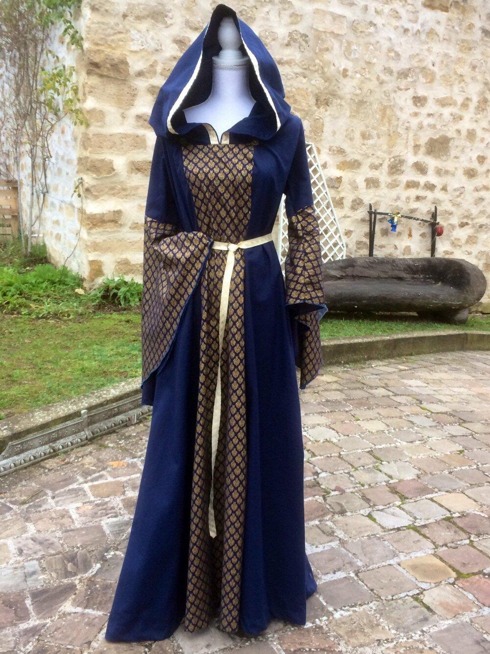 Robe Femme Inspiration Medievale Bleue Et Dore Manches Tres Amples Un Grand Marche