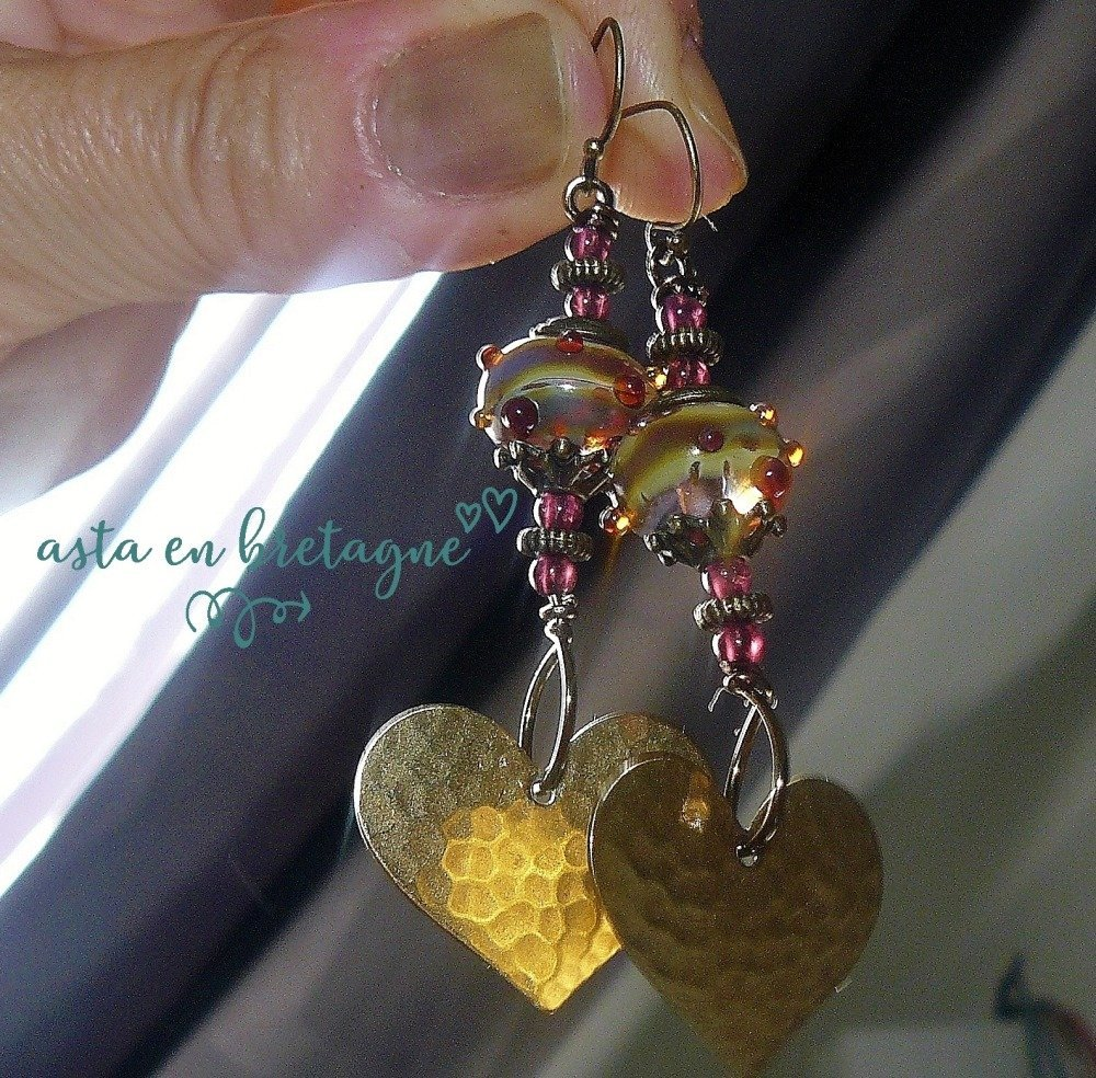 VENDU - Boucles d'oreilles bohème-chic ~ CŒURS CELTES ~ verre filé, cœurs vintage, grenats d'Afrique du Sud - Idée cadeau