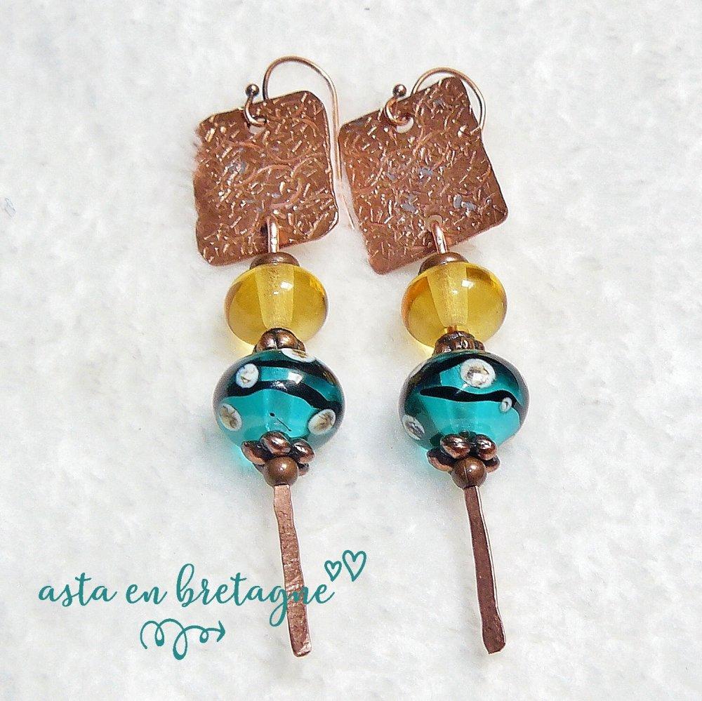 Boucles d'oreilles bohème-chic ♥ VERRE et CUIVRE ♥ verre filé, cuivre martelé, cuivre brillant - Idée cadeau fête des Mères